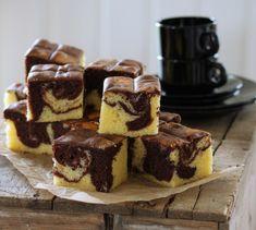 - Marmorkake i langpanne - Marbled Cake as a traybake Marble Cake, Pavlova, Yummy Cakes, Tiramisu, Muffins, Cooking Recipes, Baking, Ethnic Recipes, Desserts