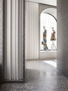 Gorgeous terrazzo surfaces by David Chipperfield Architects for Valentino Lobby Interior, Boutique Interior, Retail Interior, Cafe Interior, Commercial Design, Commercial Interiors, Architecture Details, Interior Architecture, Interior Design