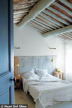 Une chambre sous les toits - Paradis blanc dans le Luberon - CôtéMaison.fr