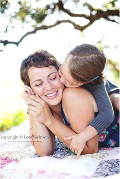 A daughter's love - Lori from Swinson Studios Mother's Day Photos, Family Photos, Family Posing, Family Portraits, Mother Daughter Photography, Mother Daughter Pictures, Mom Daughter, Family Photography, Children Photography