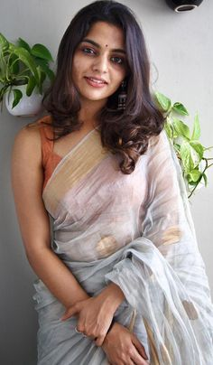 Photograph of Nikhila Vimal ANUSHA DANDEKAR -  (BORN 9 JANUARY 1982) IS AN INDIAN-AUSTRALIAN MTV VJ, ACTRESS AND SINGER, WHO IS BEST KNOWN AS A VJ AND A HOST WHO HAS HOSTED SEVERAL SHOWS PHOTO GALLERY  | UPLOAD.WIKIMEDIA.ORG  #EDUCRATSWEB 2020-06-09 upload.wikimedia.org https://upload.wikimedia.org/wikipedia/commons/thumb/4/42/Anousha_Dandekar_unveils_MTV_The_ONE_%2813%29.jpg/330px-Anousha_Dandekar_unveils_MTV_The_ONE_%2813%29.jpg