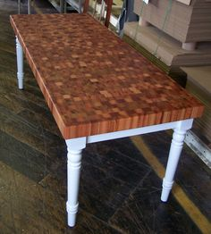 Incroyable Beautiful End Grain Table.