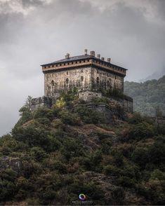 "960 Me gusta, 3 comentarios - 𝕿𝖍𝖊 𝕭𝖊𝖘𝖙 𝕮𝖆𝖘𝖙𝖑𝖊𝖘 𝖔𝖋 𝖙𝖍𝖊 𝖂𝖔𝖗𝖑𝖉 (@best.castles) en Instagram: ""Presents: 🏰 Castello di Verres 🇮🇹 #italy 📷 @matteobertettoph 👏 ⚜⚜⚜⚜⚜⚜⚜⚜⚜⚜⚜⚜⚜⚜⚜ 🏅 The Largest…"""