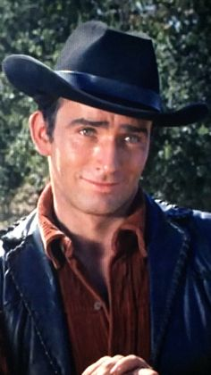 James Drury The Virginian. Ready to play polo in Ruff Riders Jeff Chandler, Hot Cowboys, Real Cowboys, James Drury, The Virginian, Gene Kelly, Western Movies, Hazel Eyes, Shiloh