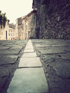 Concours Photo Résistances Foix- la rue est à vous Concours Photo, Rue, Sidewalk, Photos, Places, Pictures, Sidewalks, Pavement, Walkways