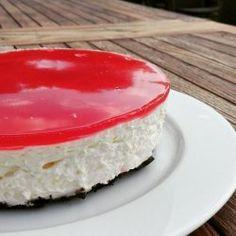 Min bedste opskrift på jordbærkage – BEDRE END BAGERENS!   amatoerkokken Cheesecake Desserts, Oreo, Cake Recipes, Deserts, Food, Tarts, Creative, Mince Pies, Pies