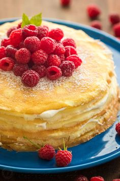 Crepe Cake Recipe (Natasha's Kitchen) This crepe cake is beautiful and delicious! Everyone will think it took you hours to prepare but it's so simple when you're using our fail proof blender crepes recipe. This is the easiest 30 layer cak Dessert Simple, Easy Cake Recipes, Sweet Recipes, Pancake Recipes, Waffle Recipes, Breakfast Recipes, Crêpe Recipe, Recipe Treats, Köstliche Desserts