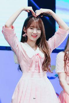 (4) Twitter Kpop Girl Groups, Korean Girl Groups, Kpop Girls, Arin Oh My Girl, Ulzzang, Classy Girl, Beautiful Girl Image, Foto Pose, Kawaii Girl