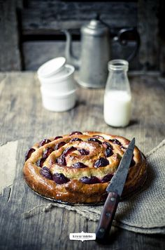 Zapraszam serdecznie do nowego numeru miesięcznika KUCHNIA! Tym razem miałam przyjemność przygotować wrześniową, jesienną okładkę i sześć ciast z jesiennymi owocami. Obyło się bez większych przygód...