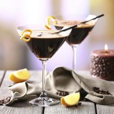 Learn the art of mixing a Mint Mocha Martini using Cordials and Vodka. See how you can recreate Mint Mocha Martini at home to wow your friends. Vodka Drinks, Refreshing Cocktails, Beverages, Winter Cocktails, Cocktail Desserts, Cocktail Recipes, Watermelon Martini Recipes, Alcohol Soaked Fruit, Effen Cucumber Vodka