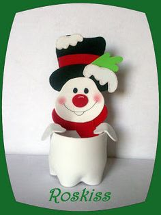 bottom looks like a painted plastic bottle Christmas Crafts For Kids, Holiday Crafts, Christmas Holidays, Christmas Gifts, Christmas Decorations, Christmas Ornaments, Christmas Snowman, Plastic Bottle Crafts, Diy Crafts