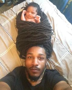 Father causes controversy after swaddling baby in his dreadlocks My Black Is Beautiful, Black Love, Beautiful Babies, Dreads Styles, Curly Hair Styles, Natural Hair Styles, Men Loc Styles, Marley Braids Styles, Micro Braids Styles
