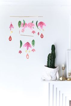 Bring a little bit of Spring into your home with our Scandinavian Paper mobile! Everything you need is on the blog!