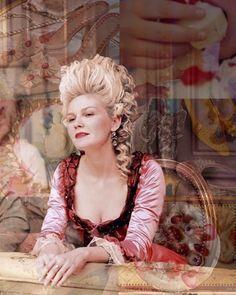 Kirsten Dunst as Marie Antoinette Marie Antoinette Movie, Marie Antoinette Costume, Sofia Coppola, Kirsten Dunst, Luis Xvi, Rococo Fashion, 18th Century Costume, 18th Century Fashion, Halloween Hair