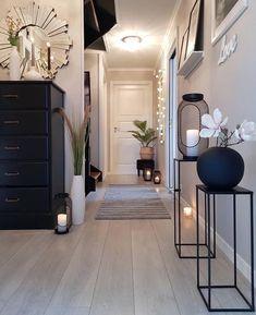 Trendy w kategoriach dekoracje do domu w tym tygod... - Poczta o2 Living Room Decor, Bedroom Decor, Oversized Mirror, Lunch Room, Lanterns Decor, Furniture, Cats, Home Decor, Curtains