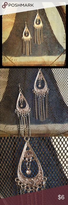 Silver and gunmetal filigree earring Dainty little filigree earring with a tiny rhinestone detail. 3 inches long and very lightweight. Thank you for looking! ❤️❤️offers always considered and don't forget the bundle option❤️❤️ Francesca's Collections Jewelry Earrings