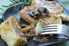 Il finocchio brasato con le olive si prepara tagliando in 4 il finocchio e poi cuocendolo in padella con olio e cipolla, si aggiungerà poi il vino e ...