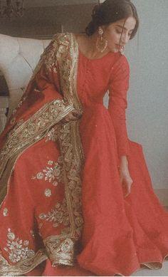 Pakistani Fashion Party Wear, Pakistani Wedding Outfits, Indian Bridal Outfits, Indian Fashion Dresses, Dress Indian Style, Indian Designer Outfits, Simple Pakistani Dresses, Pakistani Dress Design, Party Kleidung