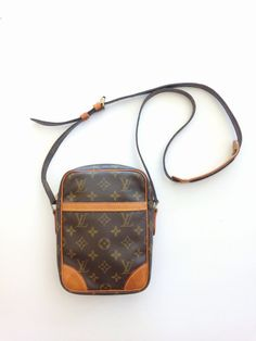 Authentic Vintage 90 s LOUIS VUITTON Monogram Canvas Danube PM Crossbody  Shoulder Bag Unisex 7e43c3e92f785