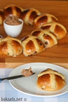 Hot cross buns, de Engelsen eten ze op Goede vrijdag, maar met #Pasen zijn ze natuurlijk ook heerlijk! :) http://www.baksels.net/site/hot-cross-buns/ #recipe #bread #Easter