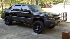 how I want my avalanche to look.  all black on black with black rims