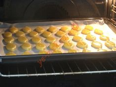 Sirkeli Tuzlu Kurabiye Tarifi Yapılış Aşaması 12/16 Waffles, Tray, Pudding, Breakfast, Desserts, Food, Morning Coffee, Tailgate Desserts, Deserts