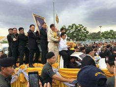 Luang Pho Koons sterbliche Hülle wird in das Khon Kaen Hospital überführt.