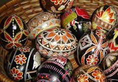 Romania - Eggs Easter Dyeing eggs in Romanian tradition!