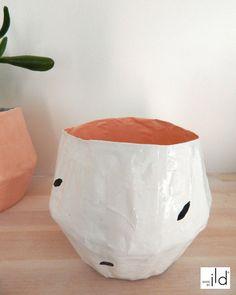 Petit pot original fait-main en papier maché, couleurs pastels. Création unique, écologique. Cache-pot ou autre usage // Small hand-crafted pot - made in paper mache