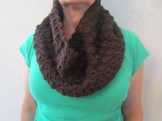This cowl is crochet with bubble pattern and it is sophisticated and cozy, this cowl is a perfect for any outfit