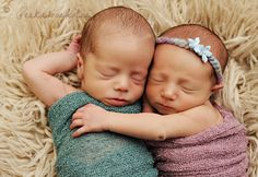 Twin newborns @Peekaboo Portrait.com. Precious!