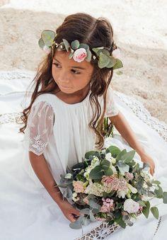 les enfants d'honneur – 婚禮 – Frauen Haar Modelle Flowers In Hair, Wedding Flowers, Wedding Dresses, Boho Fashion, Girl Fashion, Beautiful Eyes, Beautiful Flowers, Wedding Styles, Destination Wedding