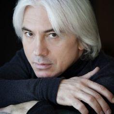 Official website for Siberian baritone Dmitri Hvorostovsky.