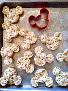 Mickey Mouse Rice Krispie Treats from Merryweather's Cottage #disneydiy