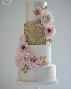 Gold and blush wedding cake #goldsequincake #weddingcake #designercakes