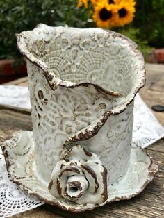 Small rustic white lacy utensil holder - A beautiful piece with high-pressure printing, all over-also inside. The glaze is rustic white with - Hand Built Pottery, Slab Pottery, Pottery Bowls, Ceramic Pottery, Rustic White, Pottery Handbuilding, Ceramic Pots, Ceramic Flowers, Pottery Techniques