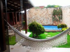 Meu canto preferido: 14 espaços de lazer com piscina Small Backyard Design, Patio Kitchen, Cool Apartments, Outdoor Living, Outdoor Decor, Pool Designs, Townhouse, Swimming Pools, Pergola