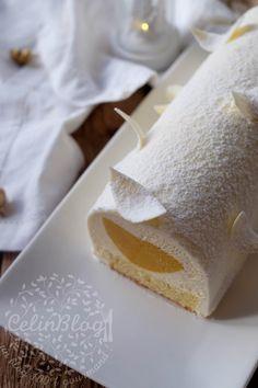 Bûche mangue, passion et vanille - Ihssane Ultaro - Xmas Food, Christmas Desserts, Chefs, Entremet Recipe, Bolo Original, Mirror Glaze Cake, Pastry Recipes, No Bake Desserts, Cheesecake Recipes