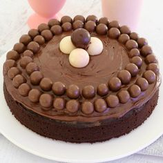 Our quick and easy Thermomix Chocolate Cake takes only 5 minutes to prepare. and tastes amazing! Rich, chocolatey and the perfect all-rounder chocolate cake! Thermomix Chocolate Cake, Eggless Chocolate Cake, Chocolate Truffle Cake, Cooking Chocolate, Chocolate Recipes, Ultimate Chocolate Cake, Best Vegan Chocolate, Self Saucing Pudding, Winter Desserts