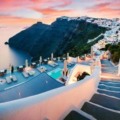 Ultimate Things To Do Griechenland Sunset In Santorini Vacation Places, Vacation Trips, Dream Vacations, Vacation Spots, Italy Vacation, Vacation Ideas, Beautiful Places To Travel, Cool Places To Visit, Places To Go