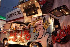 Rock & Dog #Guadalajara Mx Volkswagen, Vw T1, Kombi Food Truck, Foodtrucks Ideas, Coffee Van, Coffee Shop, Mobile Food Trucks, Mobile Cafe, Mobile Catering