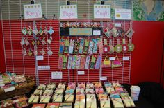 """Pg 3 of craft fair category has a cute candy """"pocket"""" card thingy with a separate pocket for a gift card. Craft Fair Displays, Display Ideas, Bow Display, Craft Booths, Jewelry Displays, Wooden Crafts, Paper Crafts, Crafts To Sell, Diy Crafts"""