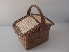 白樺: 古木明美 編んだり、組んだりエコクラフトのバッグとかご P4ふたつきバスケット