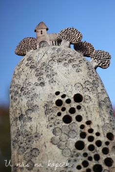 Ceramic Houses, Pottery Ideas, Ceramic Art, Terracotta, Arts And Crafts, Basket, Angel, Pottery, Gypsum