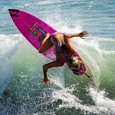 Barbados Surfing conditions are ideal for any level of surfer. Barbados is almost guaranteed to have surf somewhere on any given day of the year. Kitesurfing, Surf Girls, Beach Girls, Parkour, Foto Sport, Female Surfers, Sup Stand Up Paddle, Sup Surf, Skate Surf