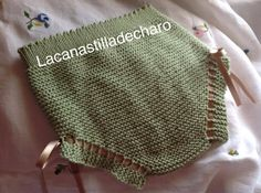 Cubre pañal básico, de 0 a 3 meses | Manualidades Knitting For Kids, Baby Knitting, Crochet Baby, Knit Crochet, Baby Shawer, Baby Kind, Knitted Baby Clothes, Knitted Hats, Tricot Baby
