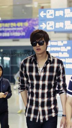 Lee Min Ho, back from Germany where he was shooting a music video for the My Everything tour. Jung So Min, Korean Star, Korean Men, Korean Celebrities, Korean Actors, Korean Dramas, Celebs, Lee Min Ho Photos, Kim Woo Bin