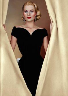 Grace Kelly by AlixofHesse on DeviantArt Hollywood Icons, Hollywood Glamour, Classic Hollywood, Celebrity Wedding Photos, Celebrity Couples, Celebrity News, Princesa Grace Kelly, Grace Kelly Style, Patricia Kelly