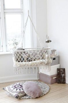 hanging beds and baskets for baby room decor Suspended baby cradles are modern baby room furniture designs inspired by traditional cradles Hanging Bassinet, Hanging Crib, Hanging Cradle, Diy Hanging, Hanging Storage, Everything Baby, Nursery Inspiration, Creative Decor, Kid Spaces