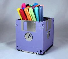 DIY pen holder: Love this idea! I have tons of these at home! Good use for them :)
